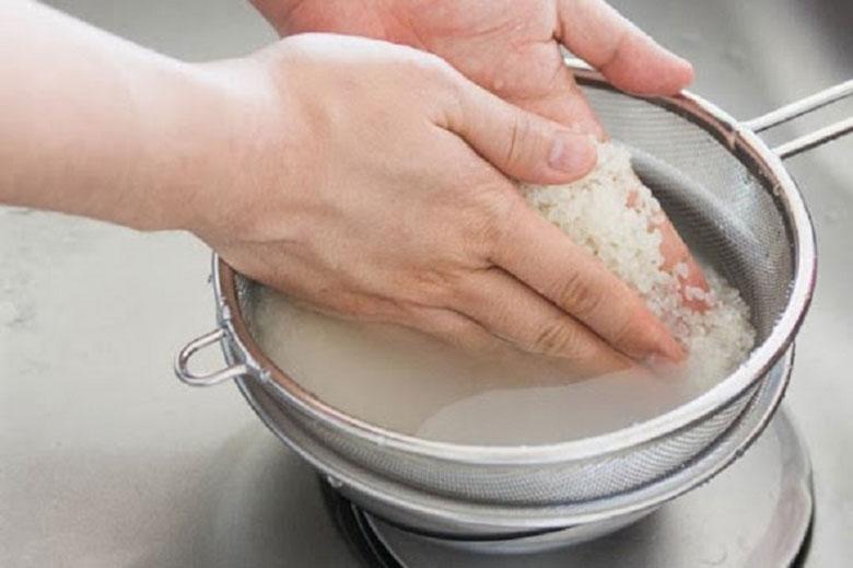 Cách nấu xôi gà bằng nồi cơm điện khi chuẩn bị cơm